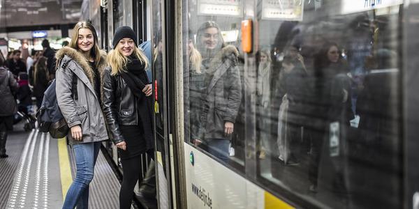 meisjes in metro