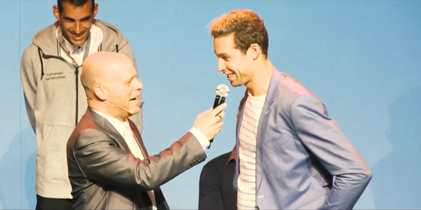 Pieter Timmers bij presentator Erwin Van den Sande op de eerste editie van het Sporting A-gala