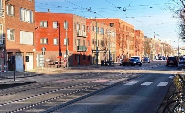 Zicht op kruispunt Antwerpsesteenweg en Jan van de Wouwerstraat