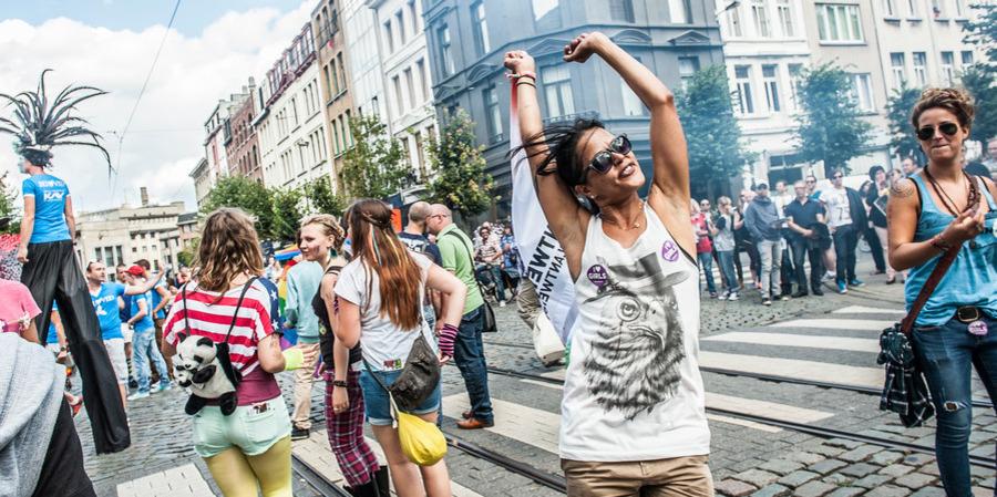 Beelden van Antwerp Pride 2017: feestvierders op straat