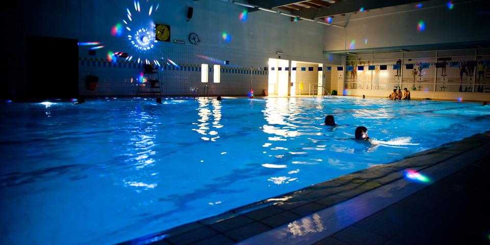 Sfeerzwemmen in zwembad Park van Merksem