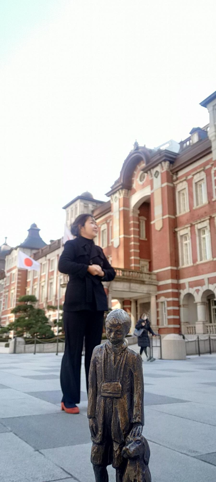 Het beeldje met gastvrouw Momoko