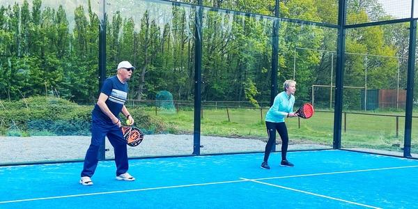 senioren spelen padel