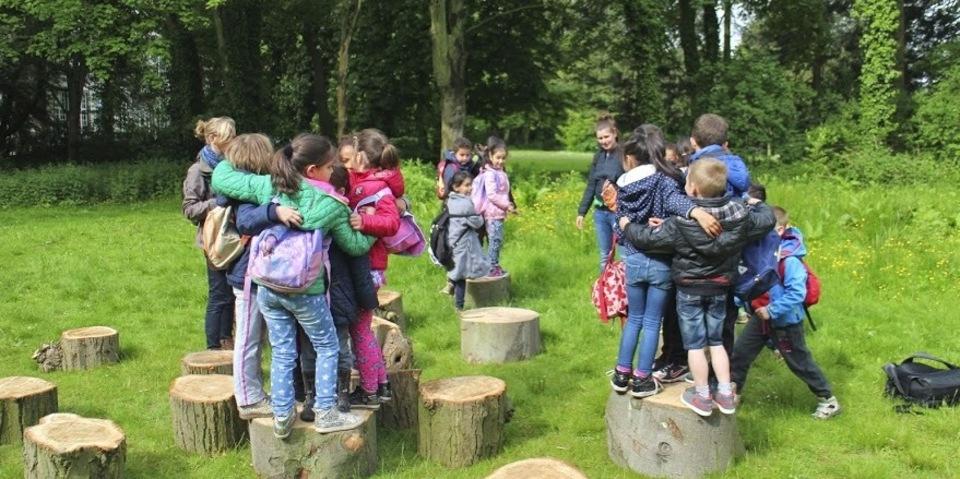 Kinderen doen mee aan een workshop van het EcoHuis
