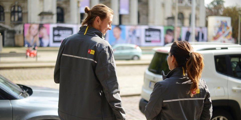 2 parkeerwachters