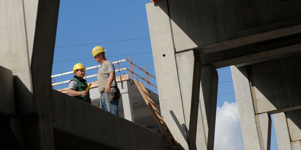 bouwvakkers in gesprek