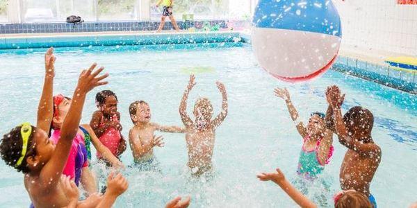 Verjaardagsfeest in zwembad Plantin Moretus