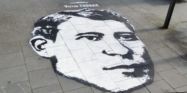 Streetart hoofd van Victor Tubbax