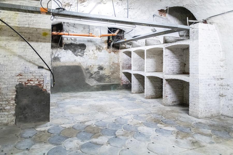 16e eeuwse vloer in de wijnkelder