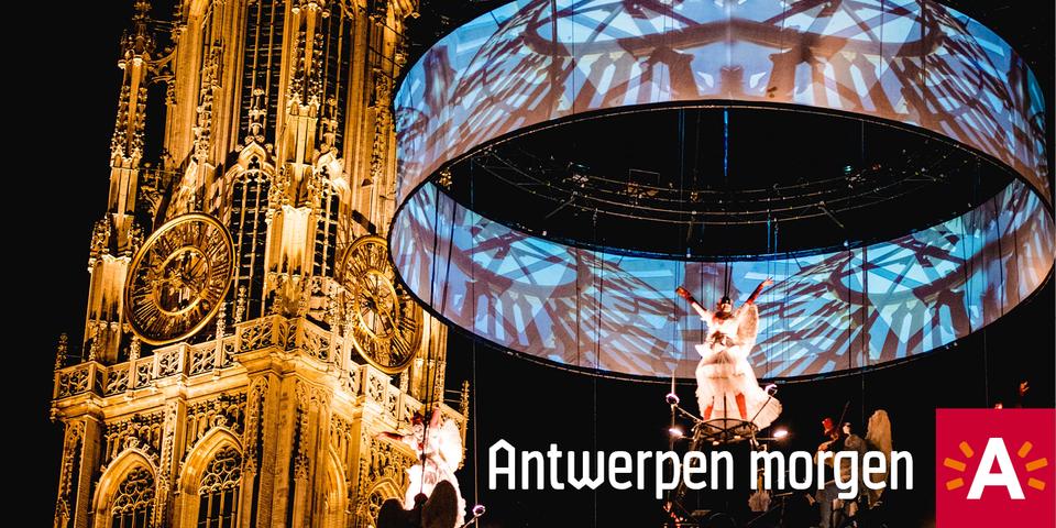 Theater TOL bracht een luchtspektakel voor de inhuldiging van de nieuwe verlichting van de 500-jarige kathedraaltoren op 1 september 2018.