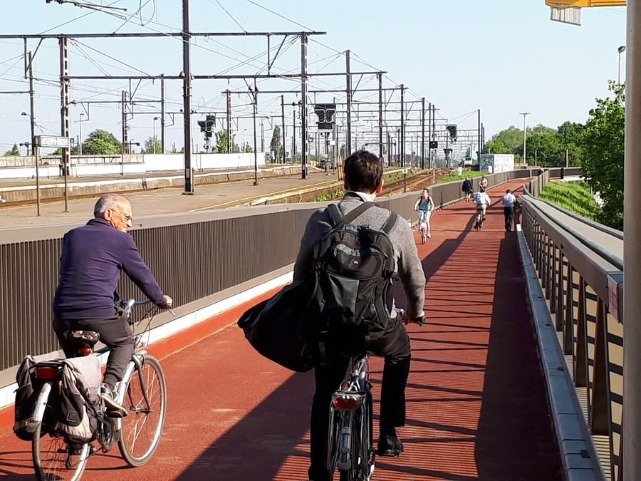 De nieuwe fietsbrug over de Singel.
