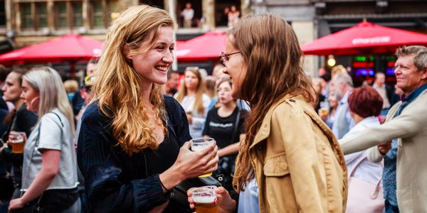 Lachen tijdens evenement