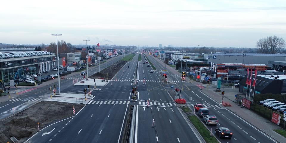 Een luchtbeeld van één van de kruispunten van de A12 tussen Schelle en Wilrijk.