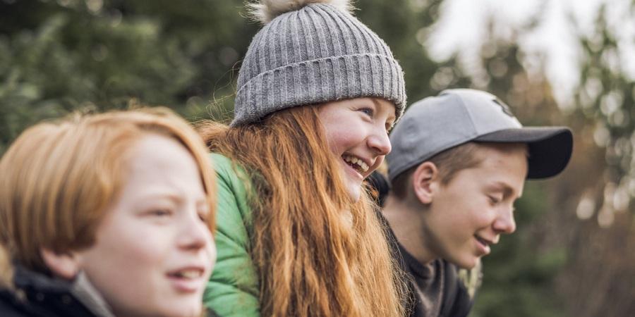 Kinderen in een bos