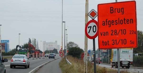 Aankondigingsbord wegenwerken aan Brug van den Azijn