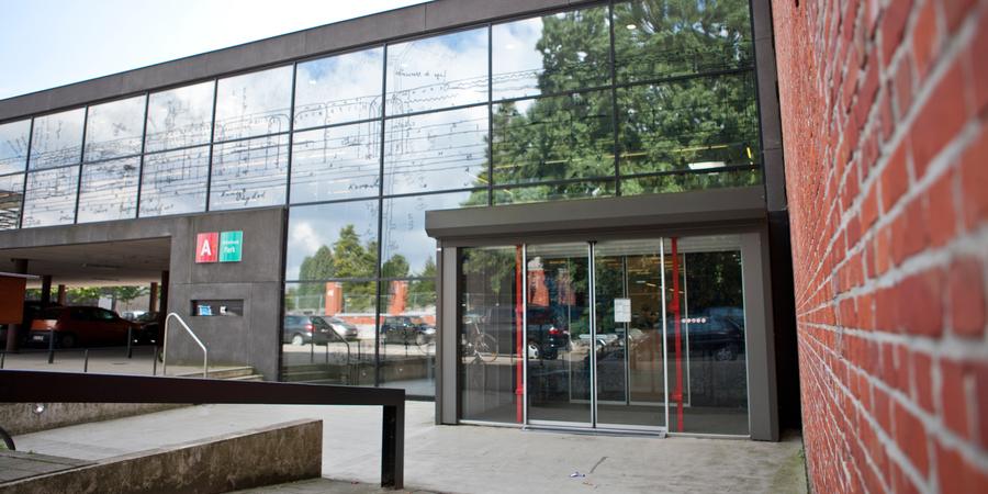 Ingang bibliotheek Park in Merksem