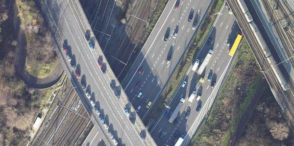 luchtfoto Posthofbrug over spoor en Ring