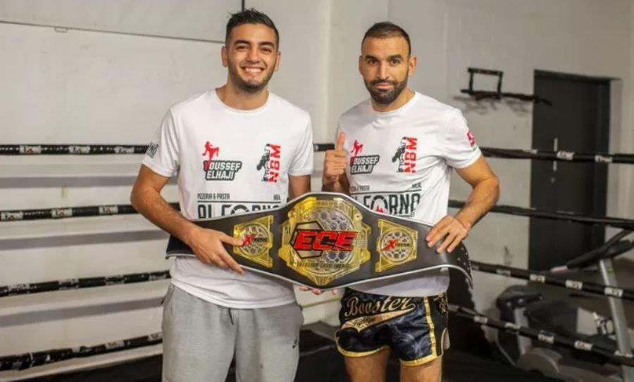 Youssef en Nordin poseren met de wereldkampioenengordel
