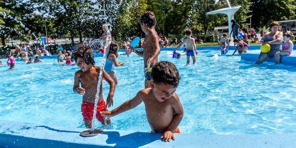 Waterpret in openluchtzwembad De Molen
