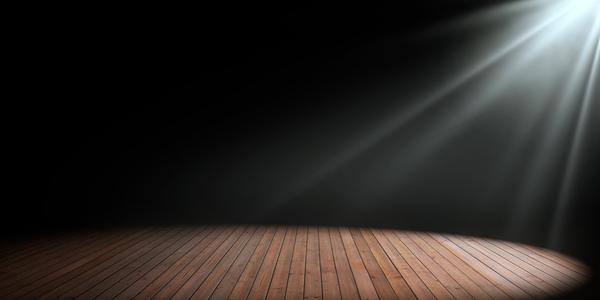 leeg podium in het spotlicht