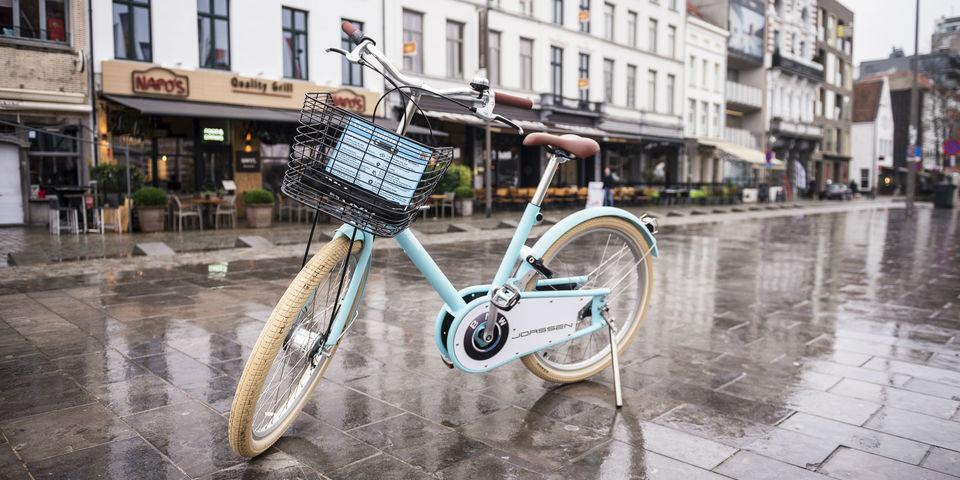 Een lichtblauwe cloudbike