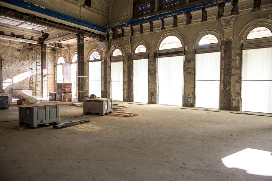 Restauratiewerken aan binnenzijde zaal Harmonie