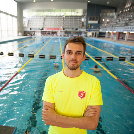 student - redder  Lukas in zwembad Wezenberg