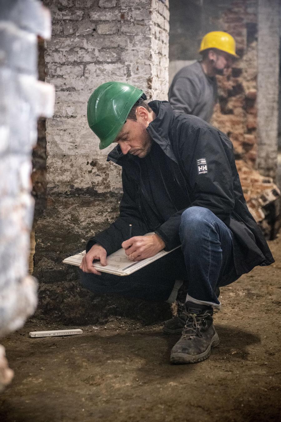 Archeologisch onderzoek in de kelders van het stadhuis
