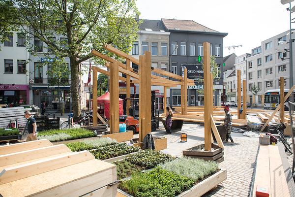Groensculptuur van Recetas Urbanas op het De Coninckplein