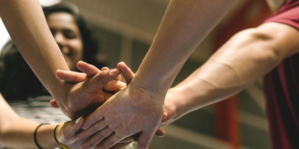 Allemaal handen op elkaar