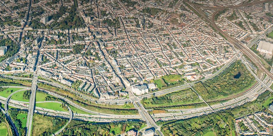 Een luchtfoto van de Singel en de Ring rond Antwerpen.