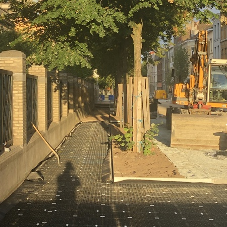 beeld Kronenburgstraat: ondergrondse constructie voor de boomwortels onder het voetpad