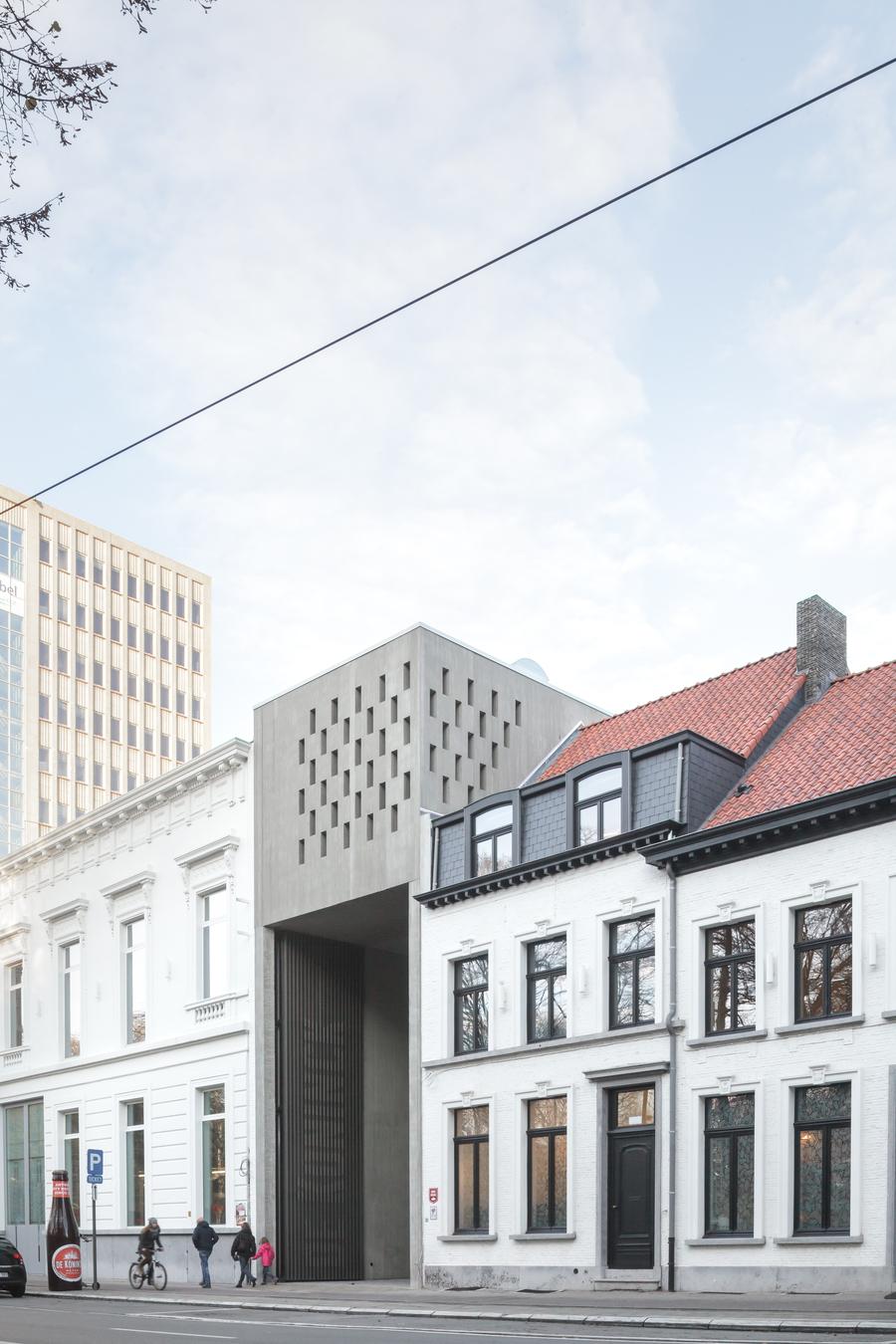 De nieuwe, opvallende toegangspoort maakt duidelijk dat De Koninck vandaag meer is dan een brouwerij alleen.