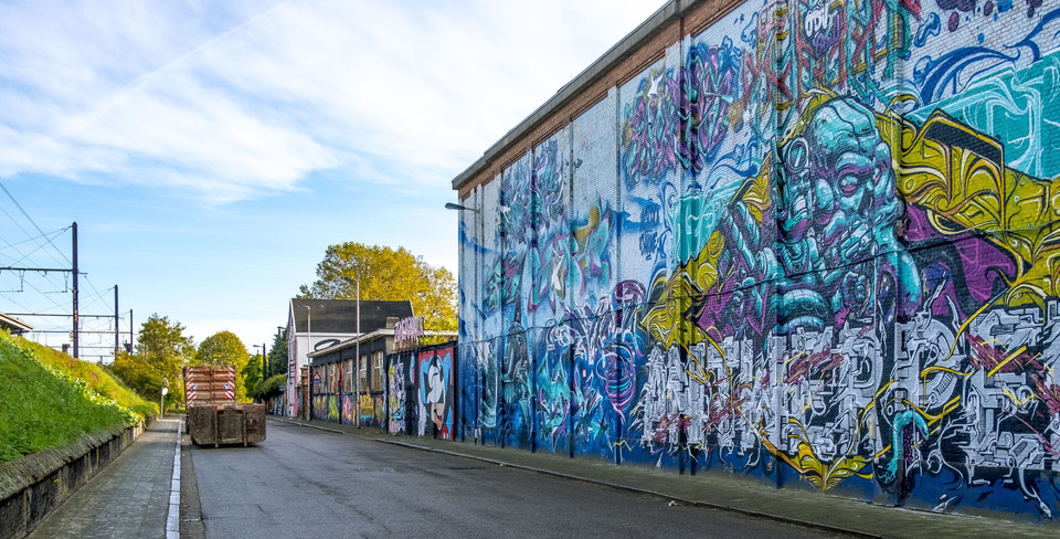 Grote graffitimuur op de site van de oude gasfabriek