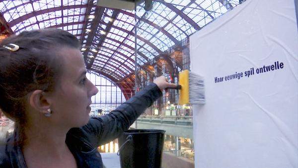 Vers geplakt, een poëziereeks op ATV met stadsdichter Maud Vanhauwaert