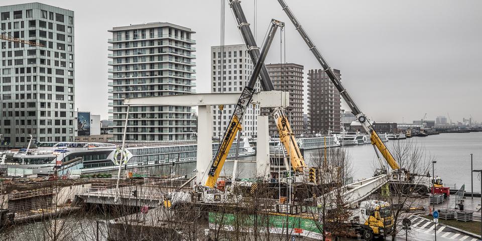 Werken aan de Londenbrug ter ondersteuning van vacature Werftoezichter bij stad Antwerpen.