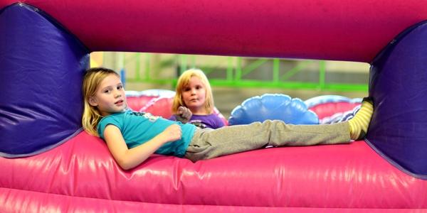 'Spring de winter in' is een springkastelenparadijs voor kinderen.