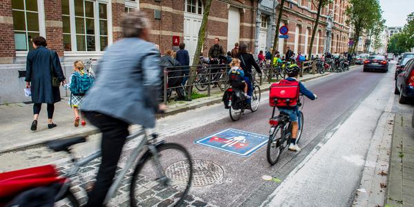 Fietsers in een fietsstraat