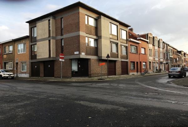 zicht op het kruispunt Moretusstraat en Antverpiastraat