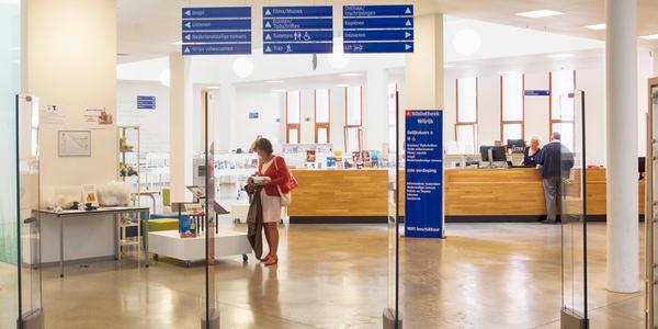 Ingang bibliotheek Bist in het Gemeenschapscentrum Wilrijk