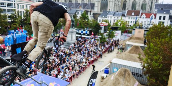 BMX dirt contest op de Groenplaats