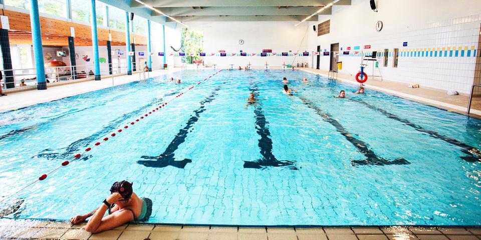 Overzichtsfoto van het grote bad in Zwembad Park van Merksem