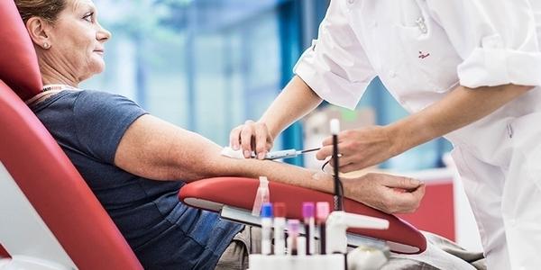 Bloedgever en verpleger