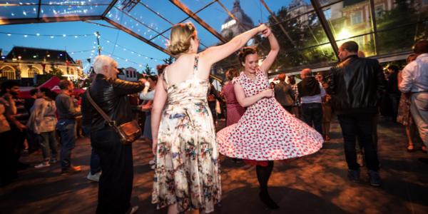 Dansen tijdens Bal van de Bevrijding