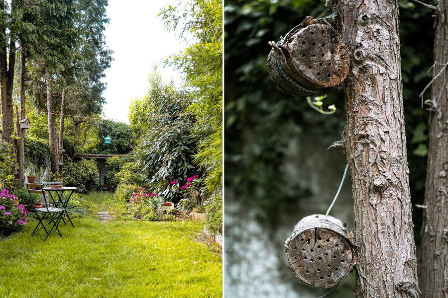 Links zien we Pauls tuin met paadje naar achteren. Rechts zien we een detail van bijenhotels gemaakt in een balkje hout.
