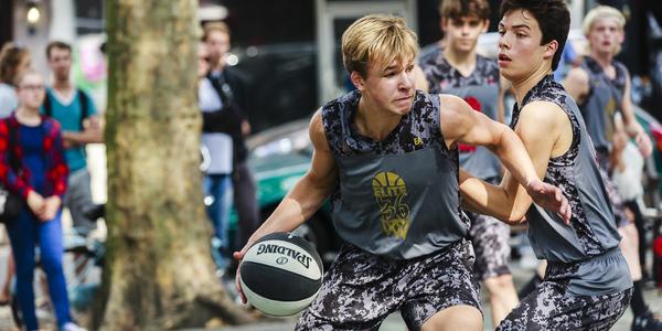 Opkomende basketbaltalenten op het Sint-Jansvliet