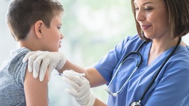 Vaccinatie voor 12- tot 15-jarigen gestart